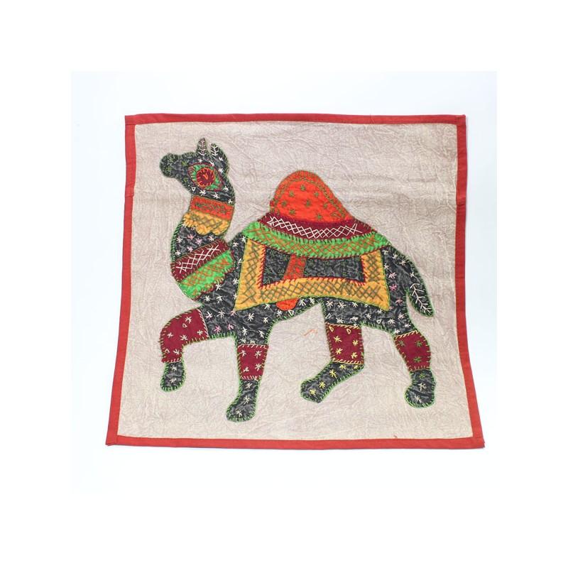 Housse de coussin dromadaire patchwork boutique indienne for Housse de coussin patchwork