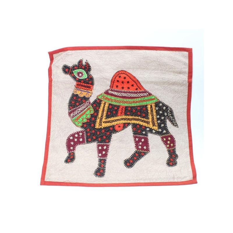 Housse de coussin indienne avec dromadaire for Housse de coussin patchwork