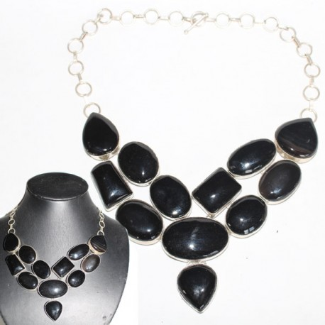 collier pierres noires